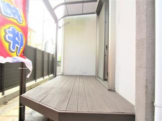 八千代市大和田新田 中古戸建 八千代緑が丘駅 テラスがあります。お天気のいい日はここでのんびりできます♪