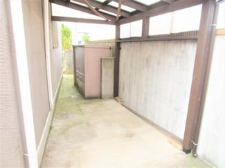 八千代市大和田新田 中古戸建 八千代緑が丘駅 物置あります。おうちのお手入れ道具など収納できます♪