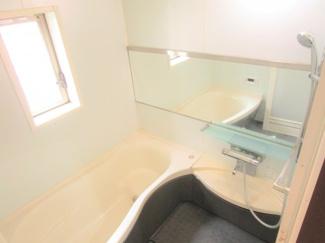 八千代市大和田新田 中古戸建 八千代緑が丘駅 椅子がついていて半身浴、小さなお子様も安心して入れる浴槽になっています♪