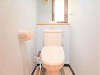 八千代市大和田新田 中古戸建 八千代緑が丘駅 各階に温水洗浄便座付きのトイレがありますので階段を上り下りの必要なし!