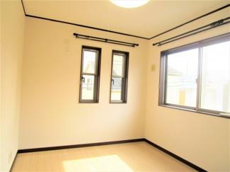 八千代市大和田新田 中古戸建 八千代緑が丘駅 お洒落なデザインの窓があります♪自分好みのお部屋にできそう。
