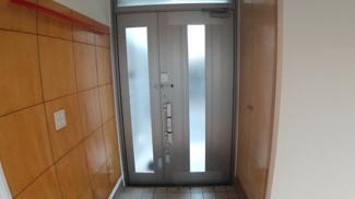 八千代市萱田 中古戸建 八千代中央駅 玄関ドア新規交換済みです。