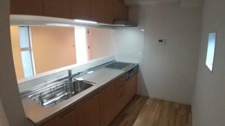八千代市萱田 中古戸建 八千代中央駅 使いやすいカウンターキッチン。新規交換済みです。