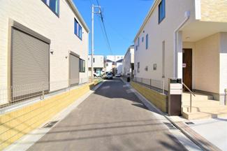 前面道路も広く、お車の駐車もしやすいです! 是非現地ご覧下さい。