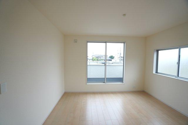 2階8帖 WICが2ヶ所あるお部屋です。使い分けて使えます。