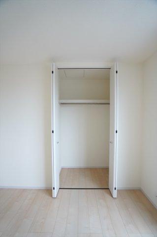 2階7帖 シンプルで使い勝手のよいクローゼットです。