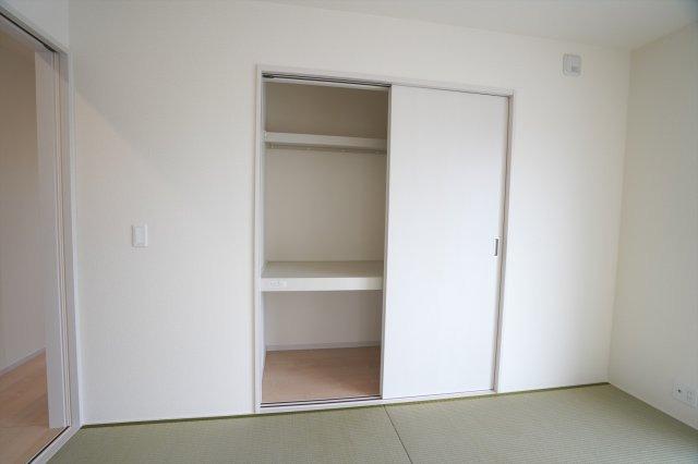 和室押入 座布団、アイロンやお子様のおもちゃなど収納できてあると便利です。