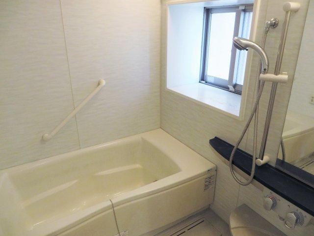 浴室には窓が付いています!
