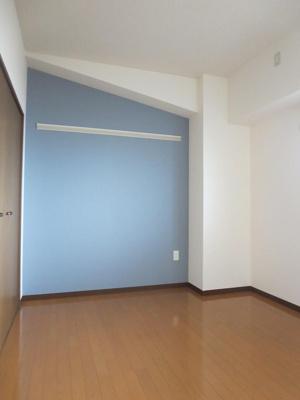 同間取り3階のお部屋の約5.4帖洋室