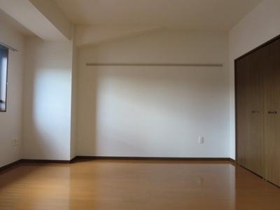 同間取り3階のお部屋のリビング横約7帖洋室