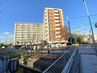 「大宮」駅よりバス利用可能。全棟合計590世帯のビッグコミュニティです。