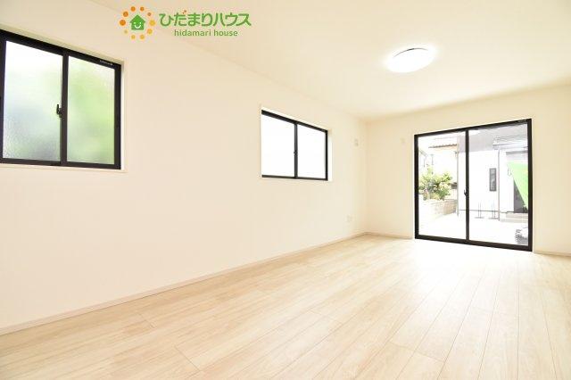 複層ガラスの遮熱効果と断熱効果で、一年中快適に過ごせます (#^.^#)