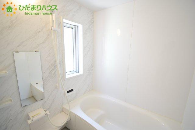 浴室にも窓が付いています!!