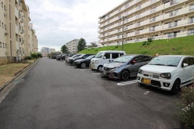 【駐車場】明舞第16団地64号棟