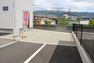 駐車スペースやお庭としても活用のできるスペースです