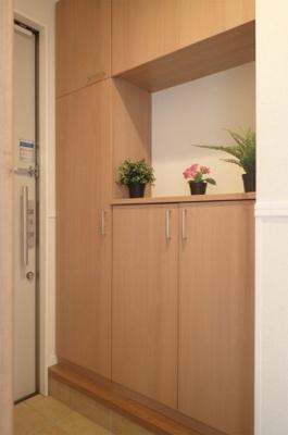 シューズボックス付きで玄関がキレイに片付きます!お客様もスムーズにお出迎えできますね♪