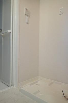 室内洗濯機置き場です♪室内に置けるので洗濯機が傷みにくい☆