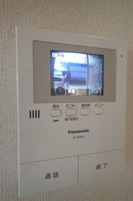 防犯対策に有効なカメラ付きインターホン!突然の来客やお子様のお留守番でも安心です◎