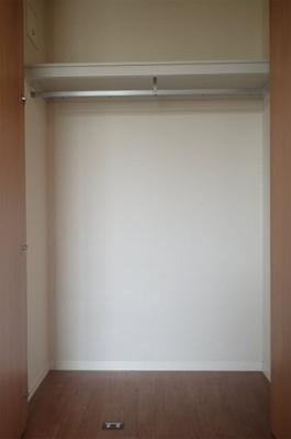 クローゼットのある南東向き洋室6.2帖のお部屋です!お洋服の多い方もお部屋が片付いて快適に過ごせますね♪