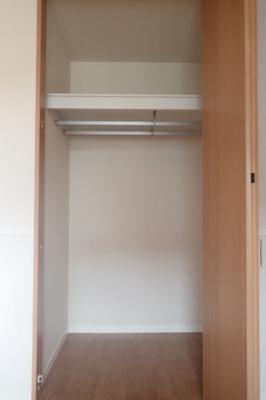 クローゼットのある洋室5.5帖のお部屋です!荷物を収納できてお部屋がすっきり片付きます☆