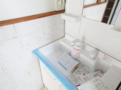 朝の支度にも助かる独立の洗髪洗面化粧台