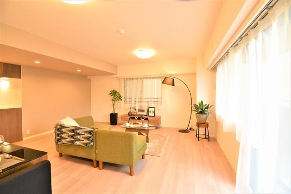 家具の配置がしやすい形の良いLDK! 窓からの日差しもうれしい♪