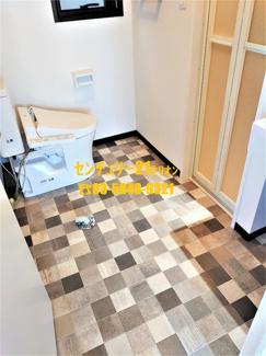 脱衣スペース&室内洗濯機置場&トイレ