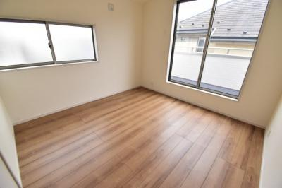 約6.6帖の洋室。全室2面採光で明るく開放的。あなたならどんなお部屋にしますか?