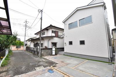 前面道路は4mで閑静な住宅地となります。お隣様の家の車しか入ってこないのでお子様も安心です。