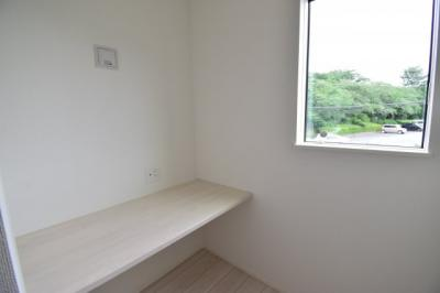 テレワークなどにも使える書斎スペース。時代に合わせた間取りは住む方々の為を想って設計されました。
