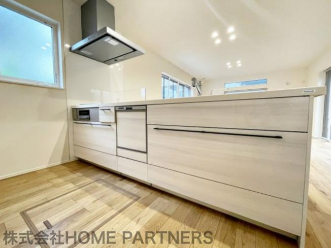 食洗機付/カウンターキッチン/収納豊富/3口コンロ/大きなシンク/広々とした後方スペース/床下収納有り