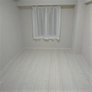玄関脇の独立した洋室です