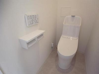 現代の必需品、ウォシュレット付トイレです。
