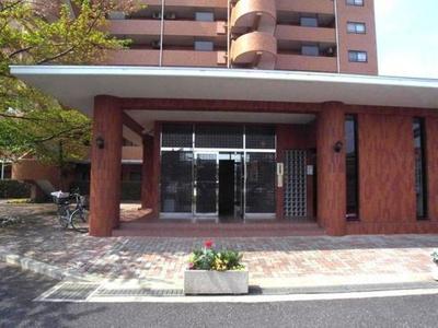 総戸数195戸のビッグコミュニティ、SRC造の地上13階建。