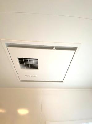 室内干しに便利な「乾燥」、カビの発生をおさえる「乾燥」、多機能でバスルームをもっと便利に、快適にします。