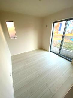 居室ゆったりとした間取に便利な収納スペースがあり、お部屋がスッキリ片付きます。            クローゼットもあり衣類や大型家電なども収納できるクローゼットです。