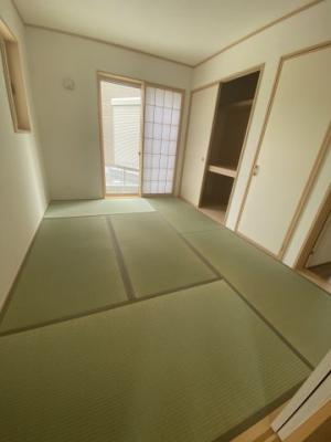 1F和室 客間として、寝室として、作業スペースとして…様々な用途に便利にお使いいただけます ※同仕様写真