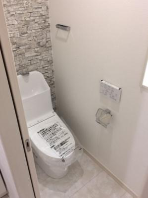 シンプルで使いやすいウォシュレット付きトイレです