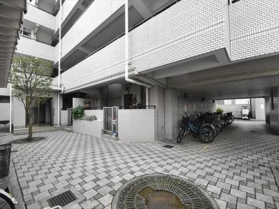 コスモ武蔵浦和 5階建ての1階部分のご紹介です。