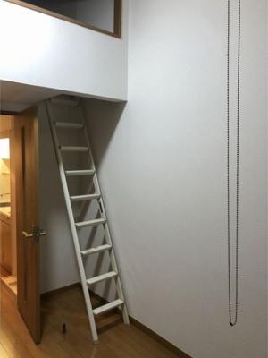 ベガ・コーポ上落合の過ごしやすい室内です(梯子)☆