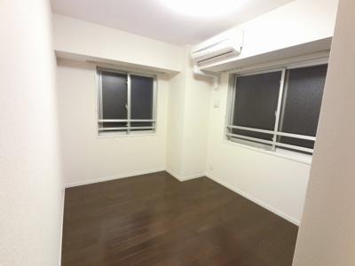 6.0帖の洋室は主寝室にいかがでしょうか。 2面採光で採光・風通し◎