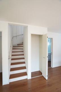 階段がリビングにあるので自然と家族の会話が増えそうですね。