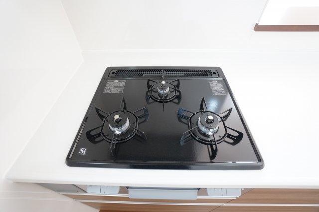 3つ口コンロのガス台はお料理の作り置きをする時も便利ですね。