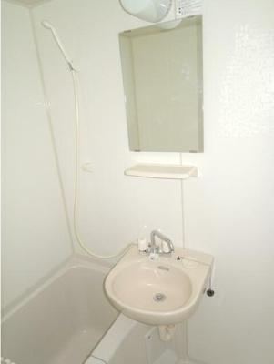 身支度に便利な洗面台付き(同一仕様)