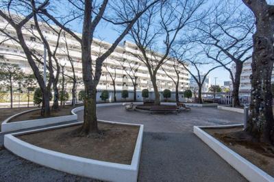 横十間川親水公園に隣接、緑溢れる閑静な住宅街です。