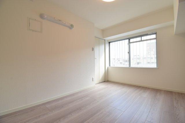 約5帖の洋室はお子様部屋にどうでしょうか?過ごしやすい十分な広さを確保しております。