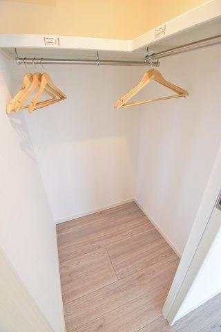 主寝室にもウォークインクローゼットを完備。ご夫婦それぞれ分けて収納すればわかりやすいですね。