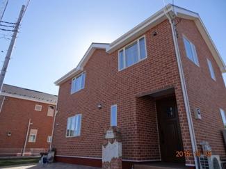 建物施工例です。外壁総レンガ張り2×4工法による輸入住宅にて建築となります。オーダーメード注文住宅用地です。