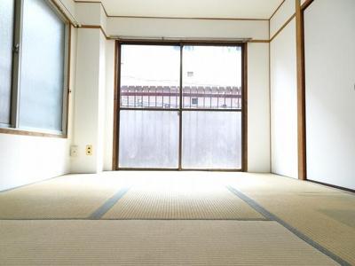 佐藤ビル 洋室6帖(押入れ側から)