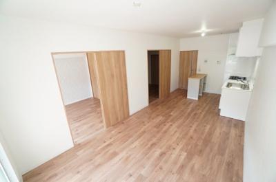 【和室6帖】 北側の4.5帖和室と続き間とすると、10.5帖の大空間。 リビングとのバランスをとりながら、 どこを居住空間専用にしていくか、 悩ましいところです。